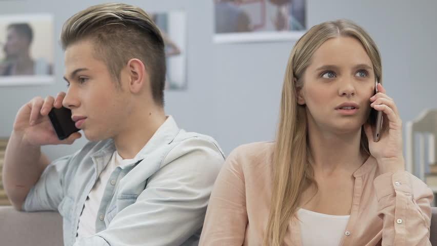 Boyfriend and Girlfriend Talking Each Vidéos de stock (100