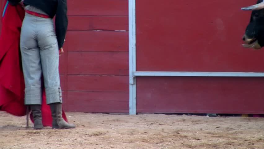 Spanish traditional bullfight san fermín dangerous