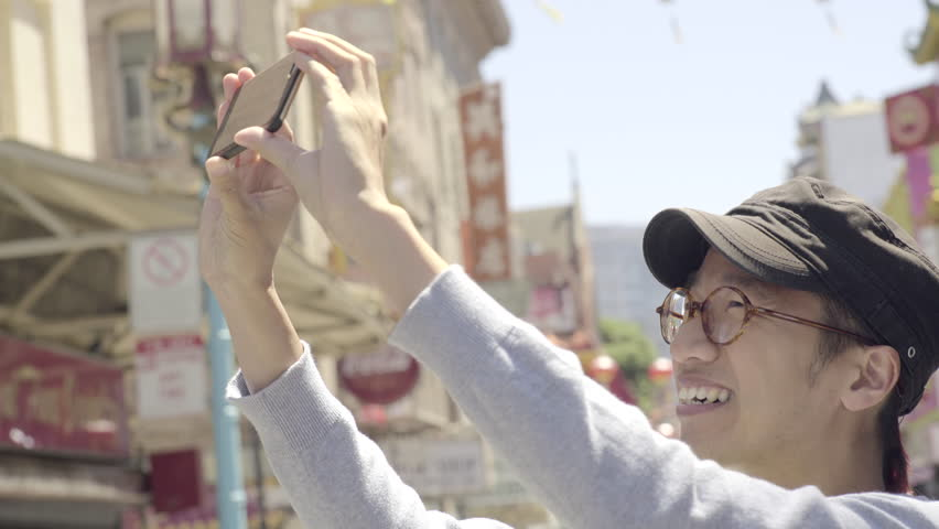 Tourist Takes A Panoramic Photo Of Chinatown, San Francisco With His Smart Phone (4K)