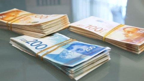 Counting New Israeli Shekel, bundle of money