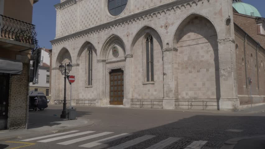View of facade of Vicenze Cathedral (Duomo), Vicenza, Veneto, Italy, Europe