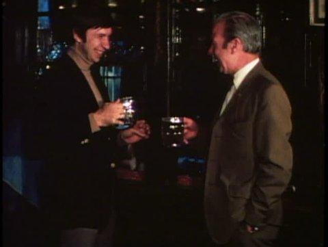 LONDON, ENGLAND, 1976, George Inn, two men drink beer at pub, 1970s