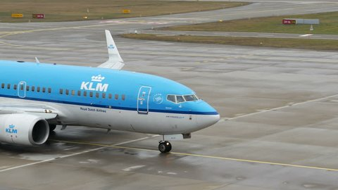 KLM ROYAL DUTCH AIRLINES BOEING 737-7K2 PH-BGN AT ZÜRICH AIRPORT SWISS - FEBRUARY 8, 2017