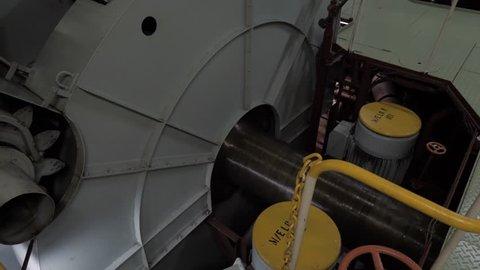 Flywheel and propeller shaft of ship