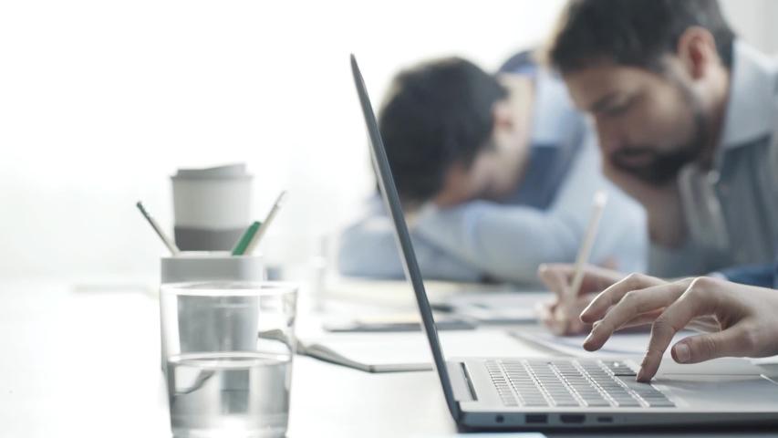 5 Kebiasaan Buruk saat Kerja yang Perlu Diubah