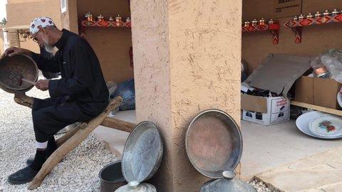 Riyadh, saudi arabia - december, 14 2018: old saudi craftsman in the  historical site of diriyah