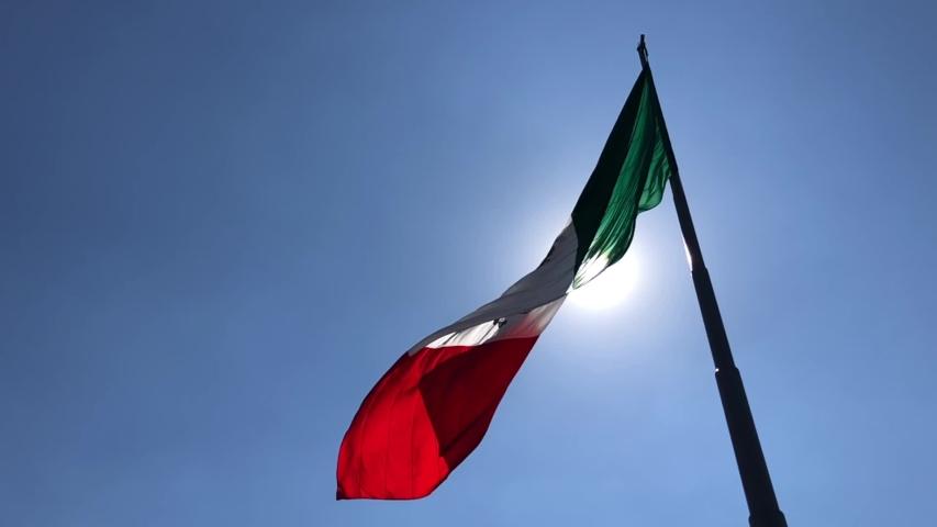 Bandera de México en el Zócalo de la Ciudad de México slow motion, cámara lenta full HD #1032583238