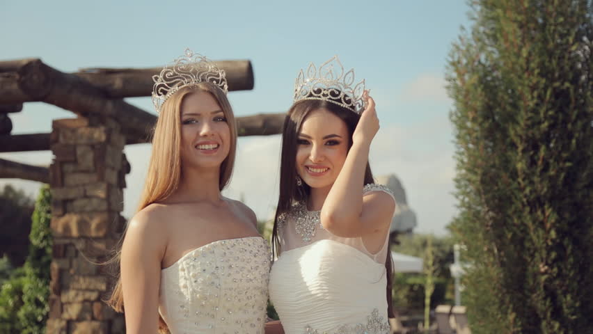 Video Stock A Tema Two Beautiful Girls In Elegant 100 Royalty Free 10982738 -3508