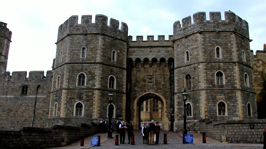 Windsor castle nearest tube