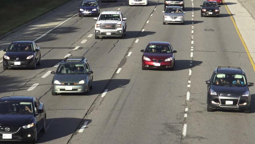 Vehicles Traveling On Queen Elizabeth Video De Stock Totalmente