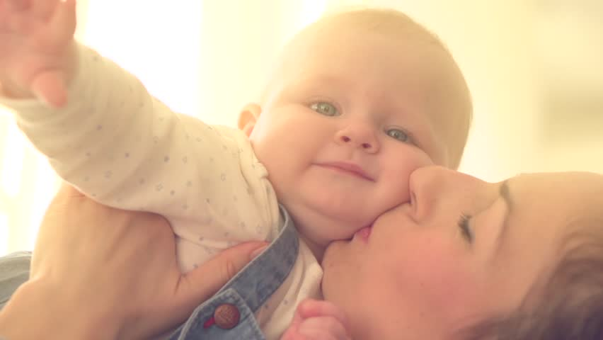 Mother And Baby Smiling Together Stockbeeldmateriaal En Videos