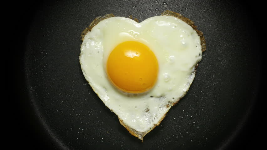 Egg In Frying Pan. Form Of Heart. Cooking Fried Egg In The Form Of ...
