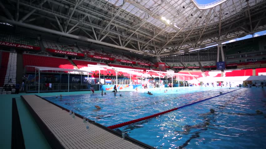 Charmant KAZAN, RUSSIA   27 JULY 2015: Synchronized Swimmers Team Train In A Pool  Before