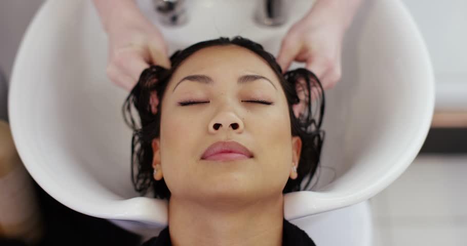 videos-asian-woman-washing