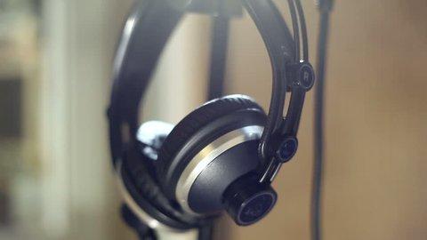 Studio headphones microphone
