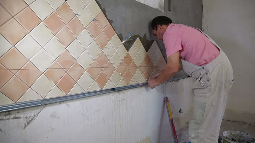 How to apply ceramic tile to a wall