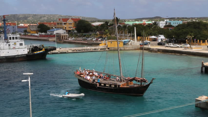 September 2011 - Bonaire - Tourist ship in Kralendijk
