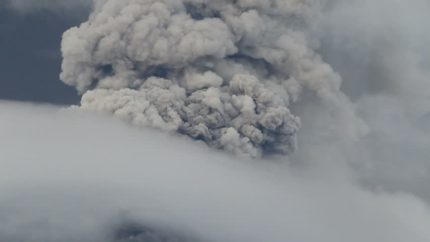 Powerful explosion of Tungurahua volcano in Ecuador,clouds of ash and gases.