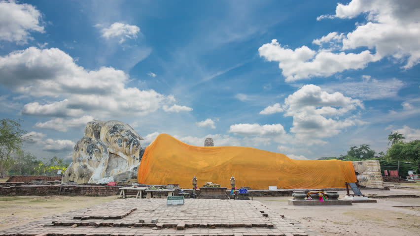 temple-Wat lokayasutharam Reclining Buddha Reclining Buddha, the largest city of Ayutthaya. Thailand.