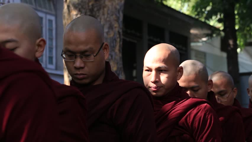 MANDALAY, MYANMAR - JANUARY 17, 2016 : Buddhist monks procession for getting the unique daily lunch in the monastery of Mahagandayon, near Mandalay, Myanmar, Burma #16912498