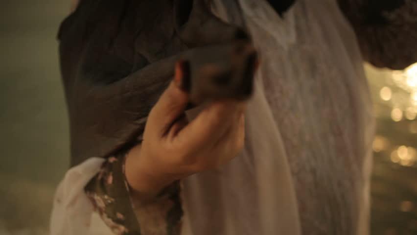 Видео девушка с ремнём на шее фото 190-255