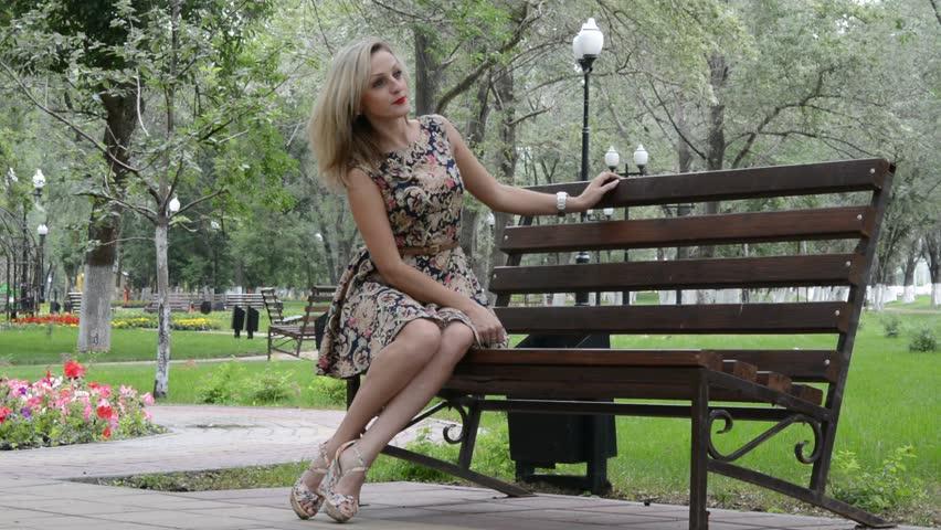 Голая жена в парке однозначный
