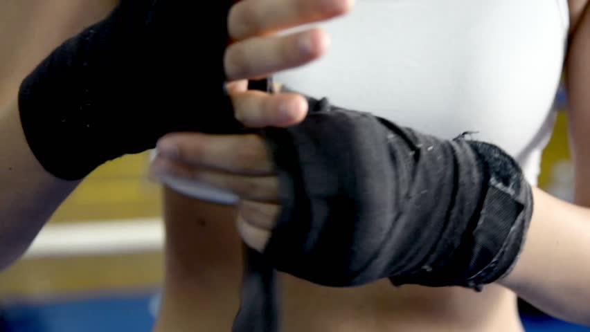 cel mai bun autentic magazin oficial calitate bună Boxer Woman Putting On Wraps Stock Footage Video (100 ...