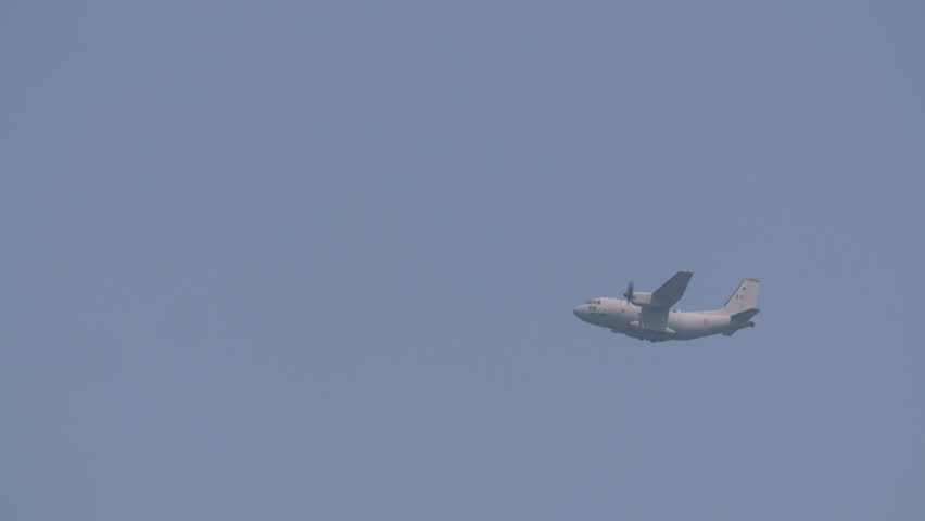 Video of a large military cargo plane Casa C-295