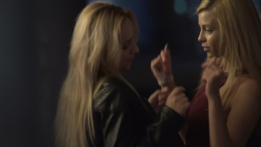 Blondes lesbian free video samples
