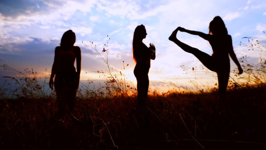 Видео три красивых девушки и парень фото 161-214