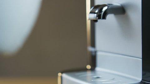 Vídeo Stock De Old Kitchen Sink Move In