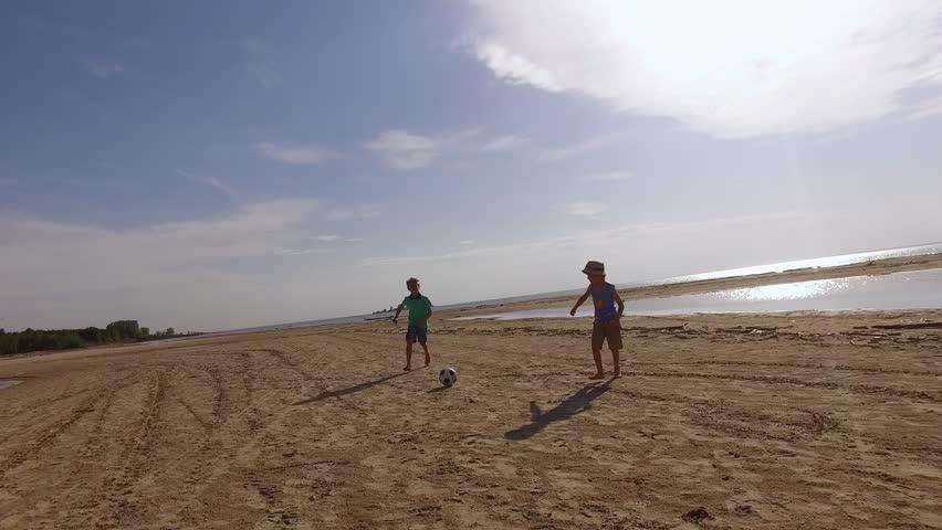 Гей парни море видео фото 265-1