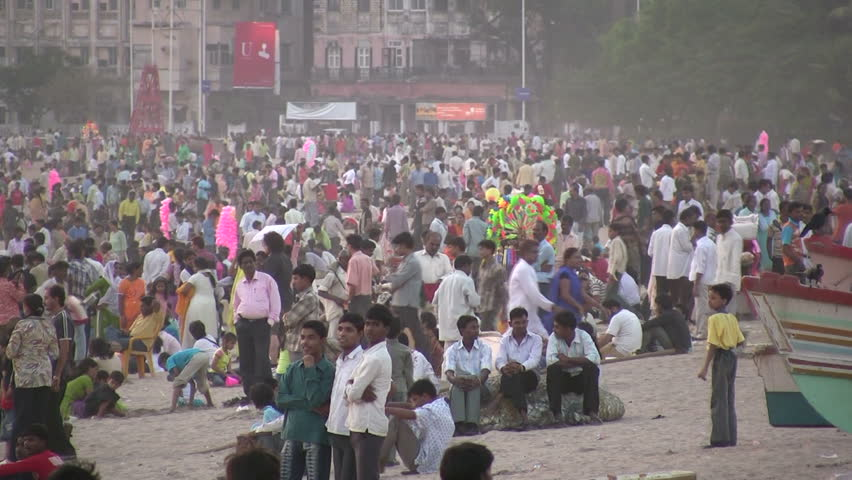 MUMBAI - 17 APRIL: People are enjoying themselves on the beach late in the afternoon in Mumbai, India