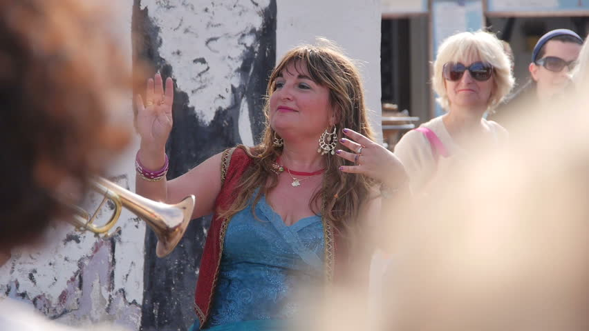 SAINTES MARIES de la MER – FRANCE – 25 MAY 2016: GYPSY'S PILGRIMAGE. Undefined Gypsy woman dance surrounded by people