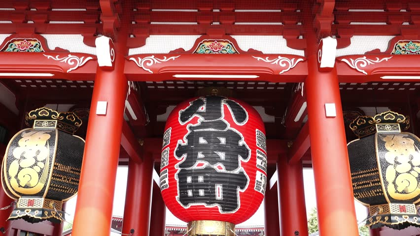 Movement footage of Giant red lantern at the gate of Senso-ji Temple or Asakusa Temple, Tokyo, Japan