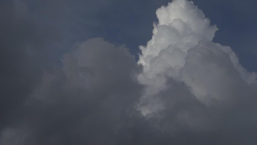 Cumulonimbus Clouds Lightning | Mammatus: Downward moving ... |Cumulus Clouds Lightning