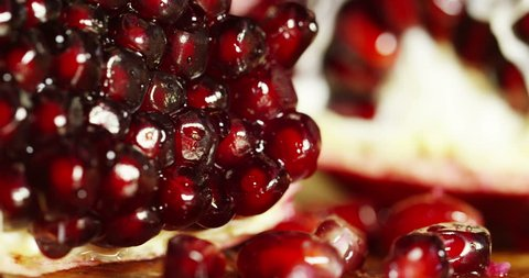 Extreme macro of juicy pomegranate, rich in natural antioxidants. concept of red fruits, vitamins and natural antioxidants to the skin for beauty.