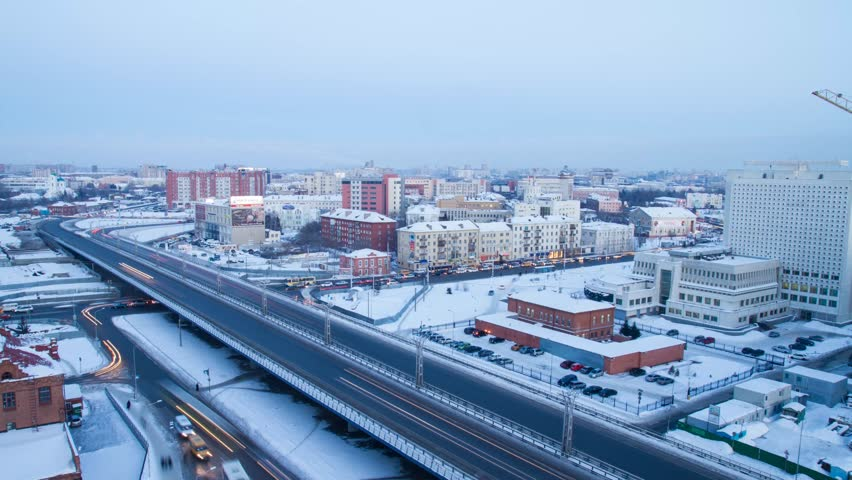 In Omsk winter night falls, the weather deteriorates. The flow of cars.