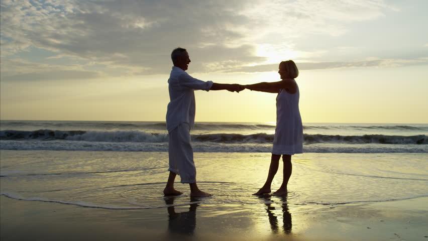 русские занимаются любовью на берегу моря видео
