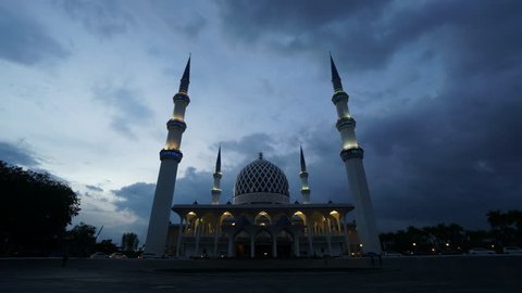 Sunset Time Lapse at a Mosque. Sultan Sallehuddin Abdul Aziz Shah Mosque, Shah Alam, Malaysia