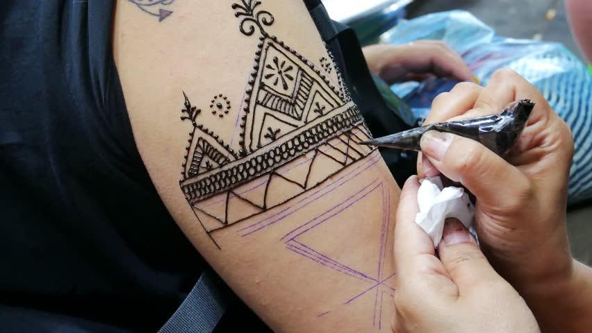 Henna Tattoo Thailand : Bangkok thailand january woman s painting henna tattoo
