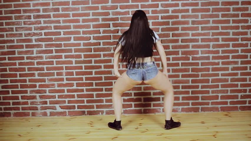 Beautiful Sexy Girl Dancing Twerk In The Studio On A Brick -9675