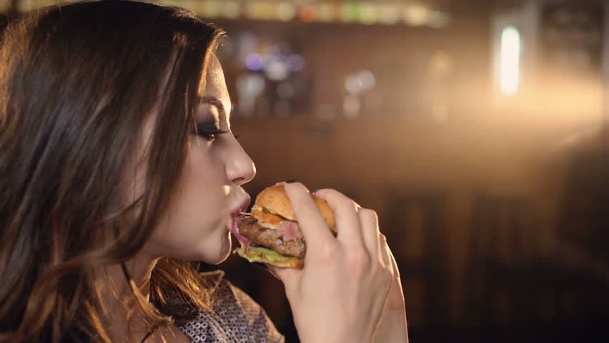 sexiest-girls-eating