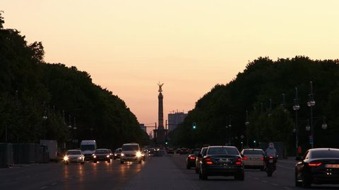Traffic and victory column in Berlin at sunet