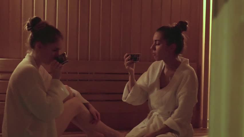 Клип женщины в бане