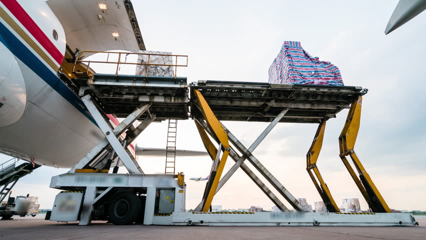 unload cargo for air freight logistics