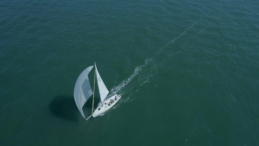 Header of racing boat