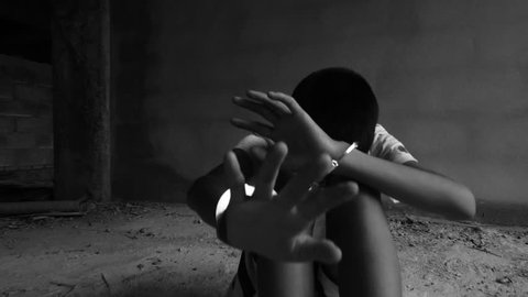 Human trafficking. ,Stop abusing violence.,The boy was roasted with a rope.,Slow Motion