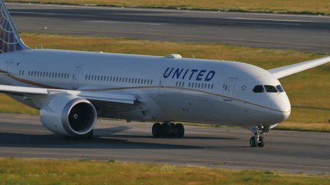 UNITED AIRLINES BOEING 787-9 DREAMLINER N27958 at NARITA AIRPORT JAPAN - June 3, 2016