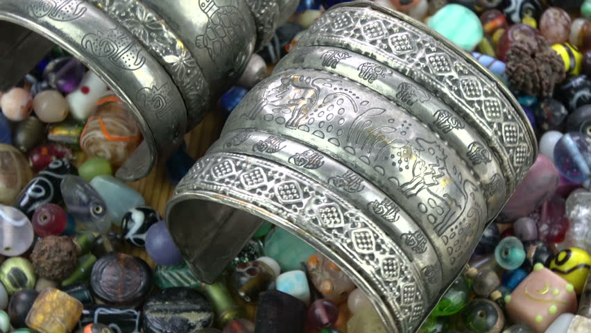 Header of armlet